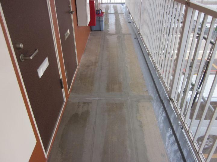 ●長尺シート敷設工事:2階廊下①