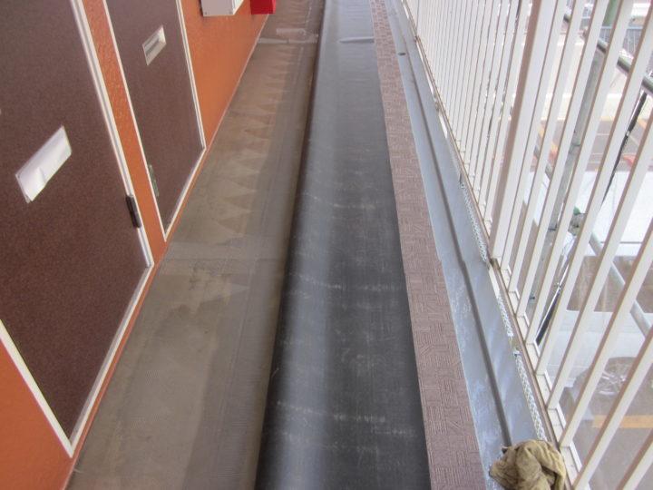 ●長尺シート敷設工事:2階廊下②