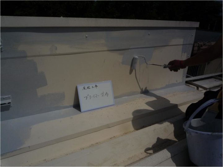屋根塗装工事 下塗(プライマー塗布)