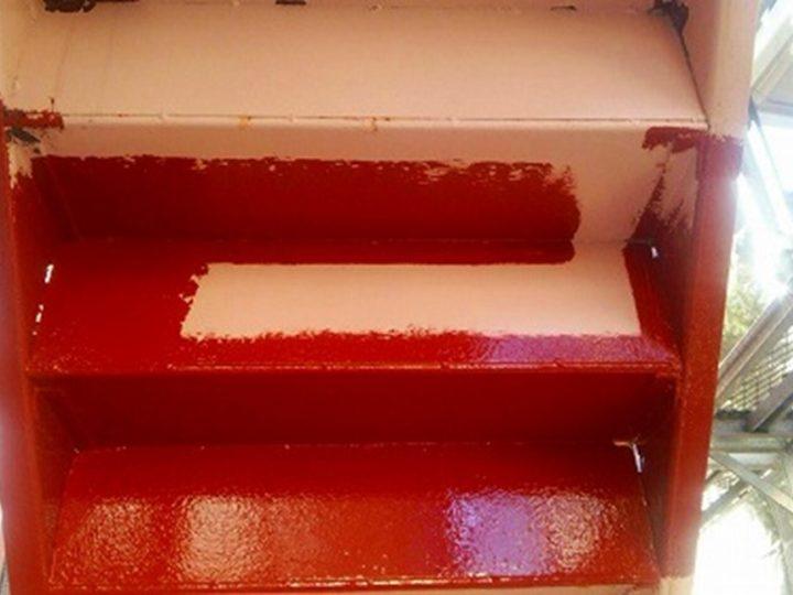 鉄骨階段錆止め塗装