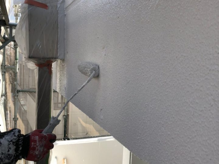 外壁塗装工事 第三回目塗装(上塗り)