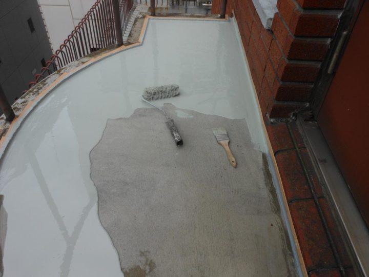塔屋階段 ウレタン材中塗り