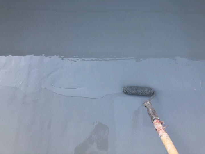 屋上平場:ウレタン塗膜防水材塗布(第3回目)