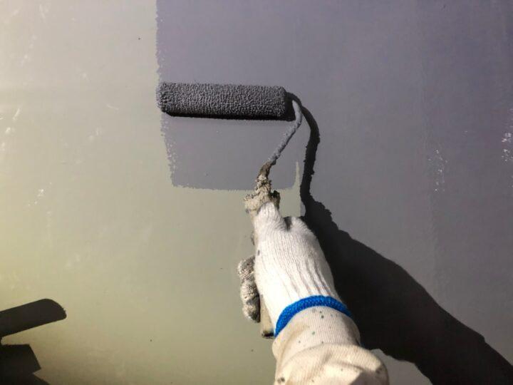 屋上平場:ウレタン塗膜防水材塗布(第2回目)