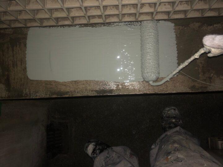 笠木:ウレタン塗膜防水材塗布(第1回目)