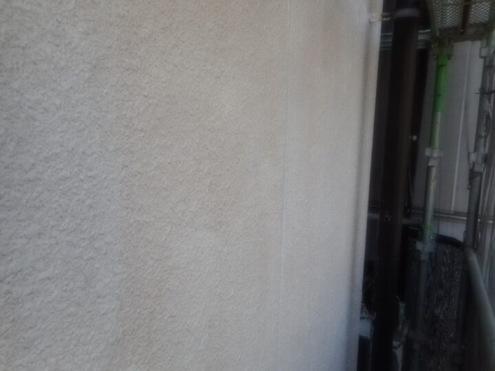 工種:外壁塗装工事 第1回目塗装(下塗り)