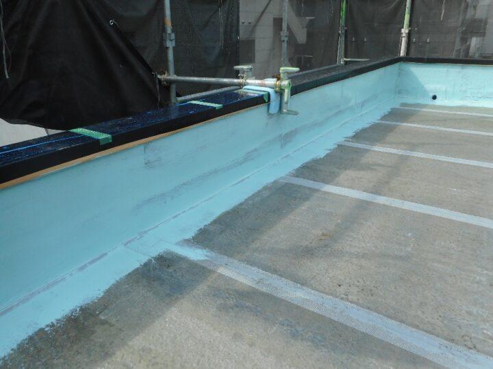 屋上防水工事 ウレタン塗膜防水 立上り 第1回目塗装