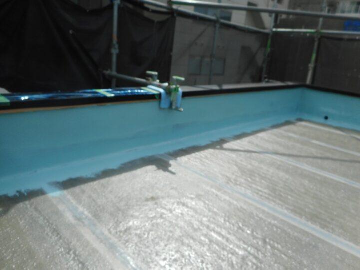屋上防水工事 ウレタン塗膜防水 立上り 第2回目塗装