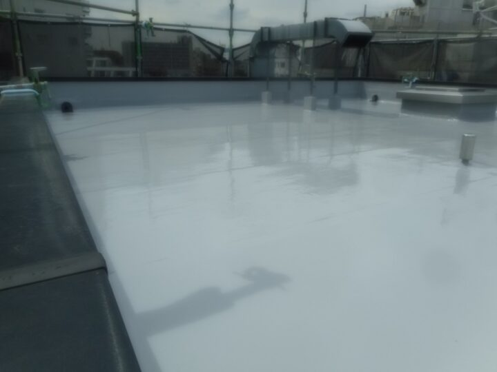 屋上防水工事 ウレタン塗膜防水 トップコート塗布